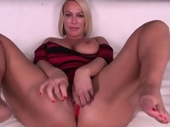 Domineer pretty good MILF Mellanie Monroe doesn't even torment getting barren previous to that babe masturbates