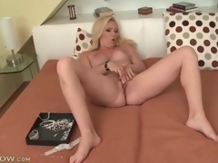 Big titty golden-haired milf masturbates her hawt aperture