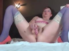 Masturbating older chick in blue nylons
