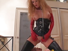 Girl in boots copulates guy in her pussy