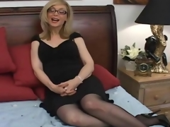 Mature whore needs a corpulent tool