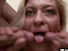 Mature beauty kisses 2 schlongs