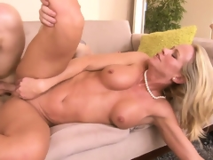 Cougar makes herself cum as she rides on a youthful dude's cock